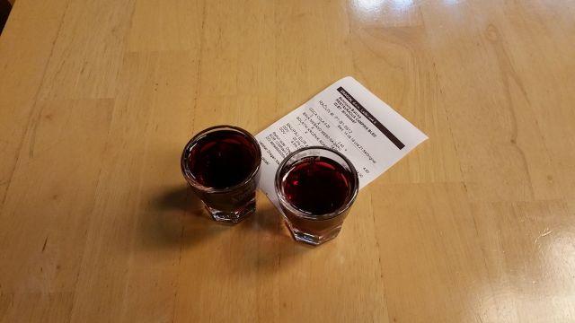 Une liqueur de myrtille offerte par le serveur