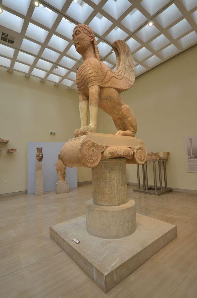 Sphinx de la colonne des Naxiens (570-560 av.J.C.) - Delphes