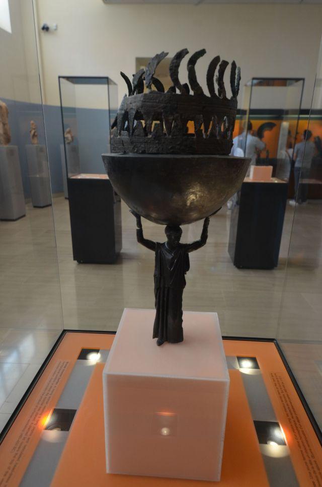 Brûle-parfum en bronze (460-450 av.J.C.) - Delphes