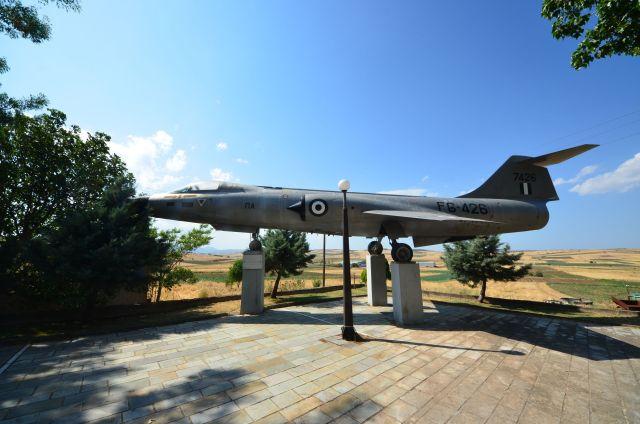 Un avion croisé dans un village grec