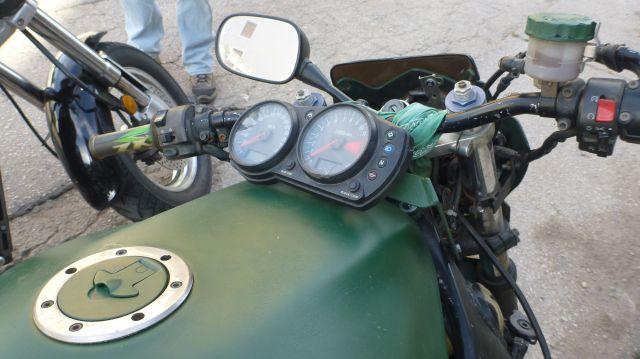 """Le compteur d'une moto """"neuve"""" à Mostar"""