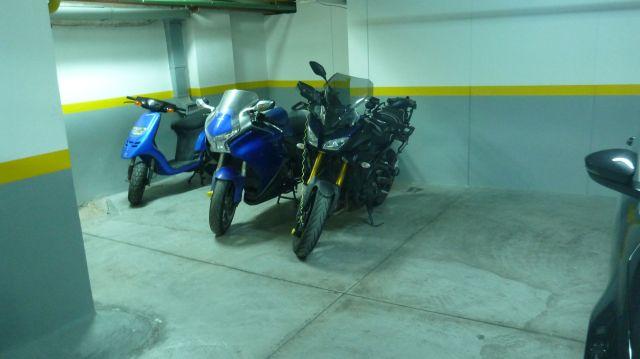 La parking souterrain de l'hôtel...non Fred ne roule pas en booster