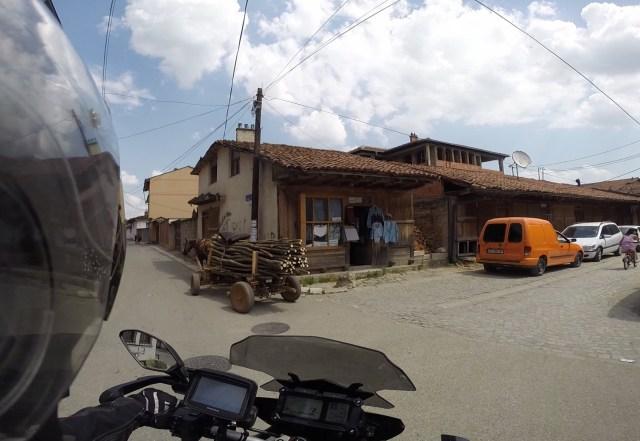 Rencontre insolite dans les rues de Gjakova - Kosovo
