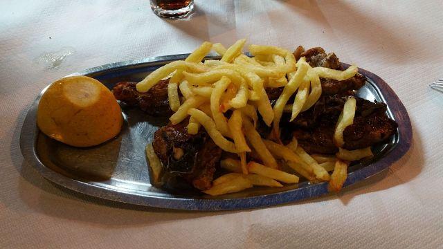Plat de côtelettes d'agneau - Taverne Korolihs
