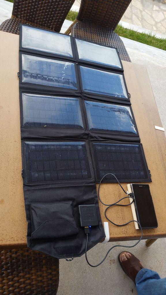 Les panneaux solaires pour charger un téléphone