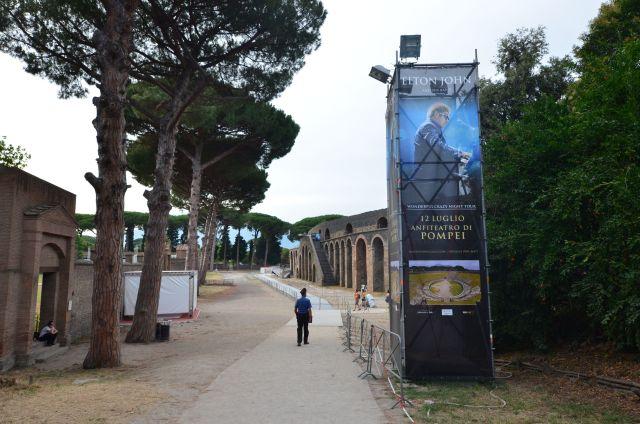 Concert d'Elton John à Pompéi