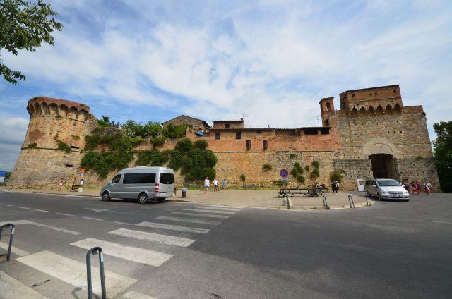 Porte depuis la Viale Roma en direction de Via S.Giovanni - San Gimignano