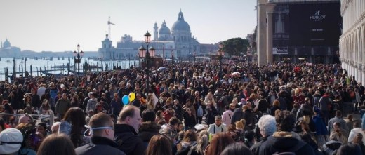 venezia-crowds-high-season
