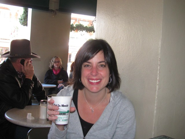 New Orleans With Kids: Enjoying My Cafe Au Lait at Cafe Du Monde