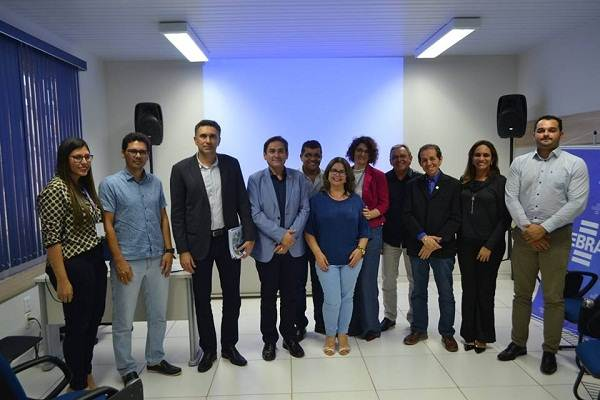Prefeito participa de reunião que apresenta proposta de Desenvolvimento Regional Aéreo