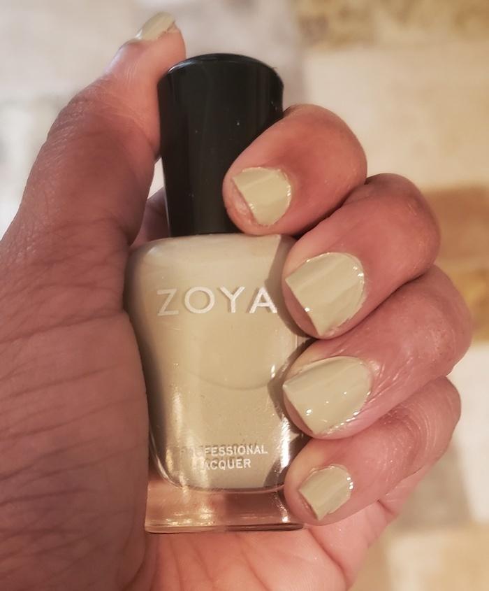 nail-polish-dark-skin-tone