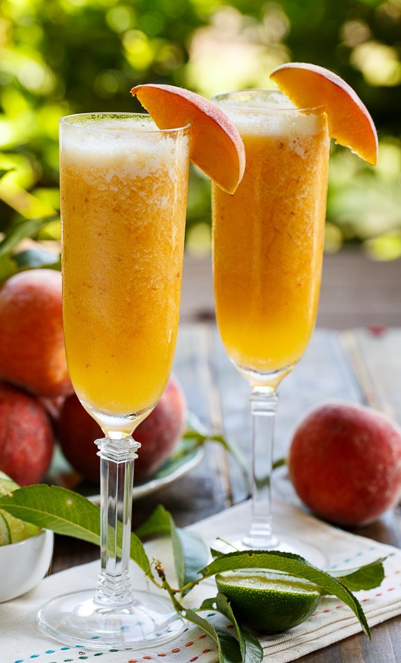 peach-bellini-mocktail-roamilicoius