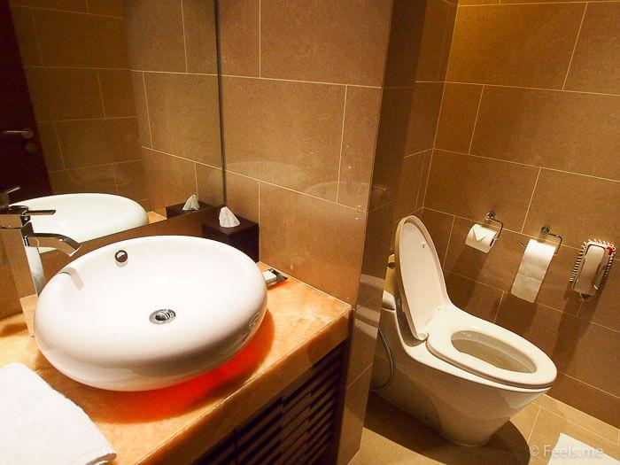 Hyatt Regency Kinabalu, Regency Suite Guest washroom