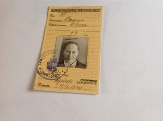 Da jeg ryddet i skuffer i dag fant jeg dette legitimasjonskort av min mors tante, Eline Basmo.
