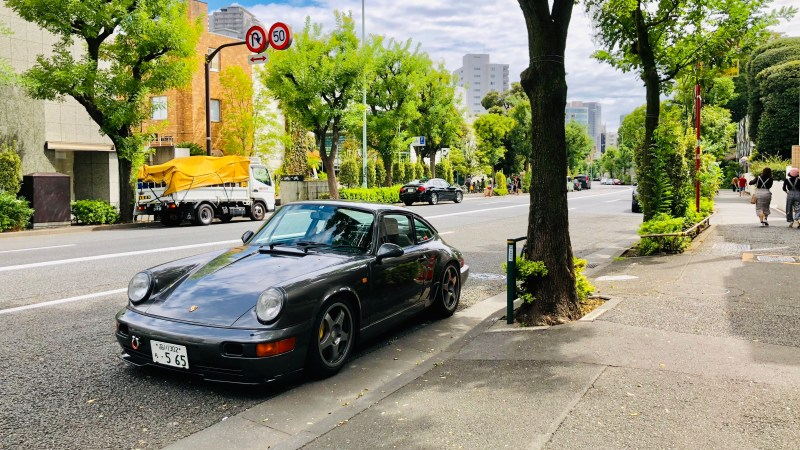 I always take a photo of a Porsche when traveling. A photo was taken in Shibuya, Japan.