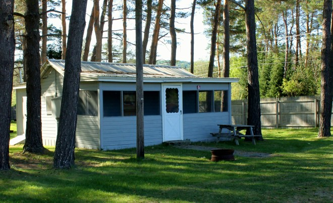 Cute cabin at Tarry Ho Campground