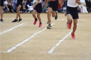 運動会の100m走の画像