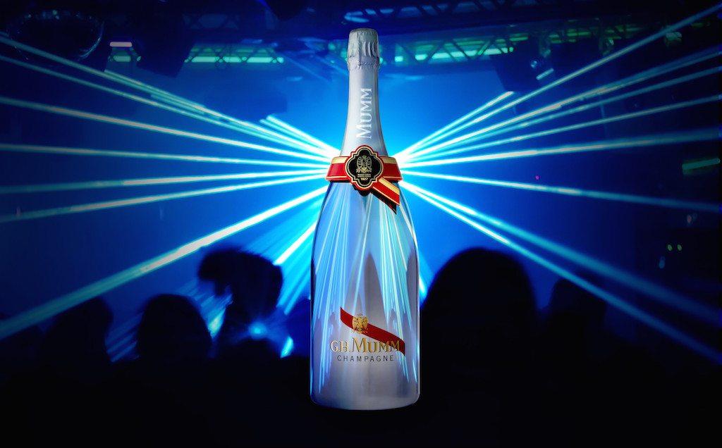La primer botella de champaña conectada de manera digital