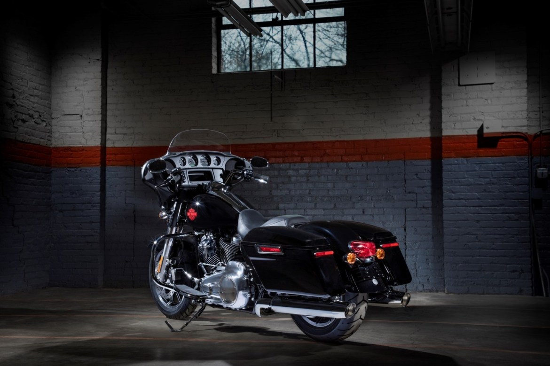 1366 2000 2 - Electra Glide Standard de Harley-Davidson, diseñada para recorrer horas de camino