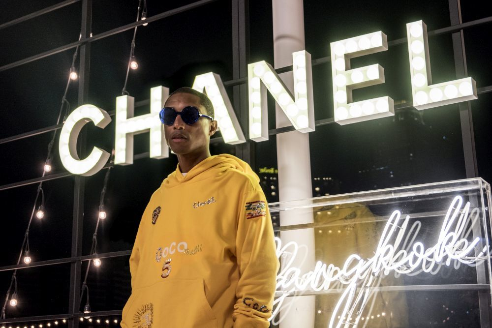 15411581839047 - Pharrell Williams y Chanel se unen para crear nueva colección de ropa