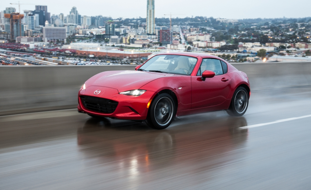 2017 mazda mx 5 miata rf first drive review car and driver photo 674193 s original 1024x626 - Si estas en tus veintes estos son los autos que deberías manejar