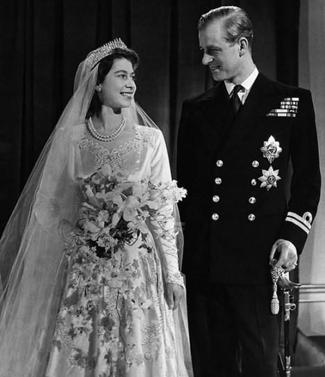70 rect521 - ¿Qué usó la Reina Isabel II el día de su boda?