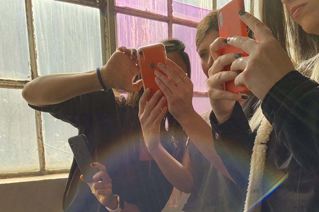 Ana Hop nos enseña a sacar buenas selfies con un iPhone XR
