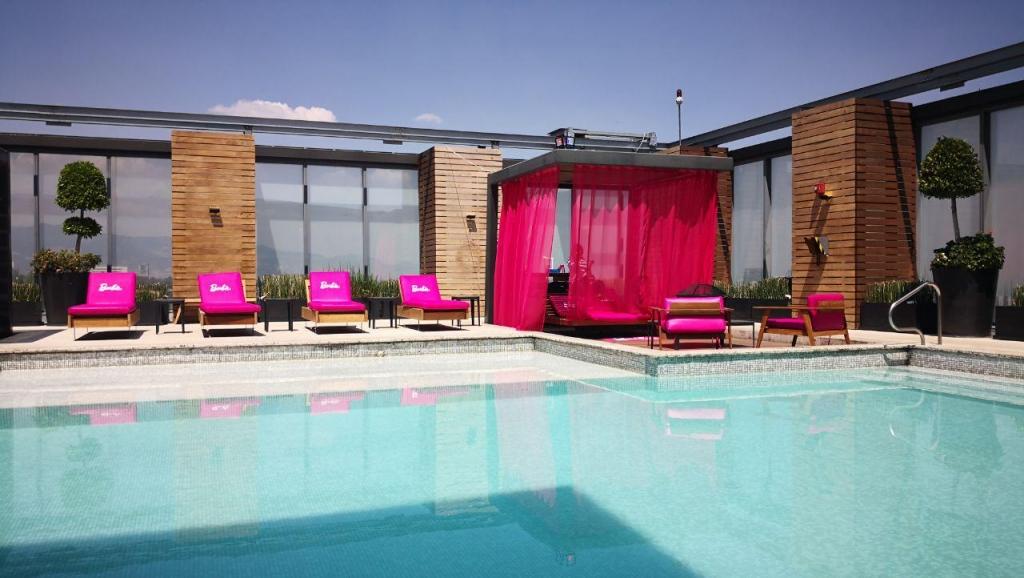 barbie3  1024x578 - Barbie tiene nuevo hogar en Hilton Mexico City Santa Fe