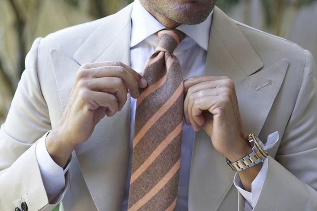 La importancia de anudarse bien una corbata