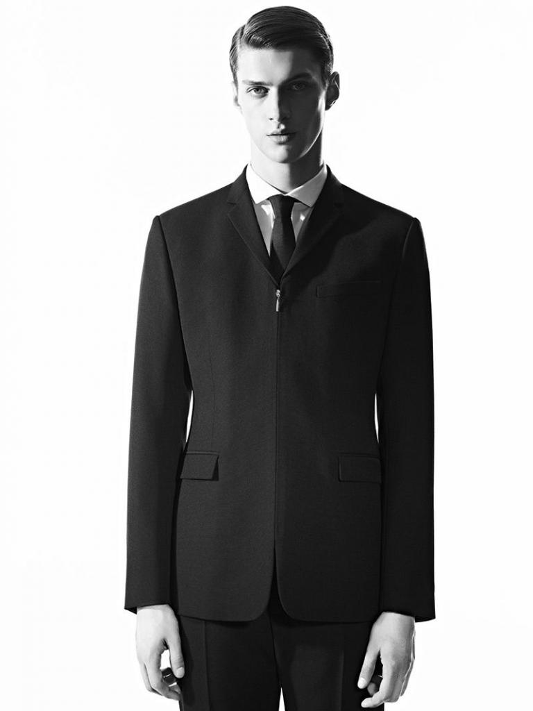 df2514701b7cfef7f203b204b7aa37d2 768x1024 - Los mejores trajes para empezar el año como todo un gentleman