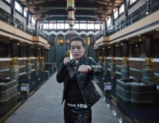 femmes fatales 0000509 v8n2 body image 1424367396 300x232 - Multimillonarios en China prefieren a mujeres guardaespaldas