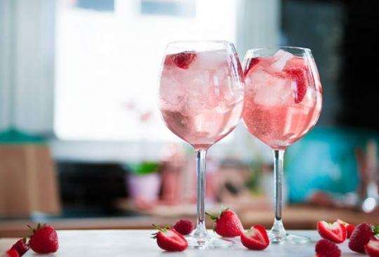 gordons pink gin a 610x415 - Los mejores cócteles rosados para disfrutar este Pink October