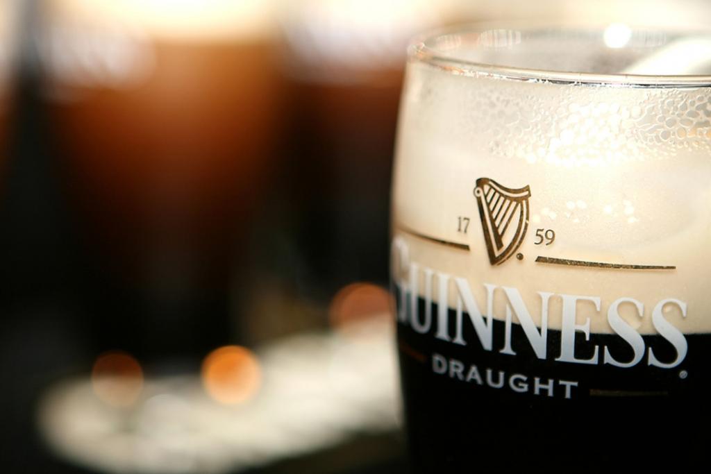 Guinness3 1024x683 - Te enseñamos cómo servir una Guinness Draught correctamente en el Día de San Patricio
