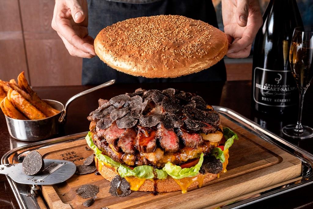 ¿Te consideras un rey de la hamburguesa? Tienes que probar la más grande y costosa del mundo