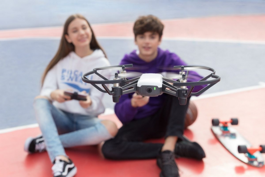 Having fun with Tello 2 opt.0 1024x683 - 5 lugares donde podrás volar tu drone sin problemas