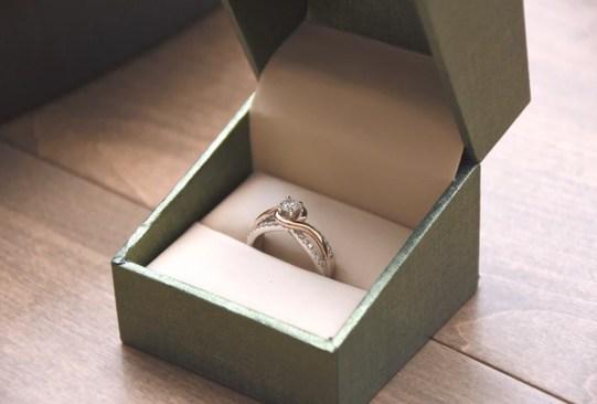historia anillo compromiso 1 - Así es cómo ha cambiado el anillo de compromiso a través de los años