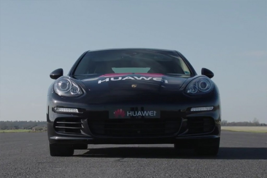Maneja tu Porsche Panamera desde un Mate 10