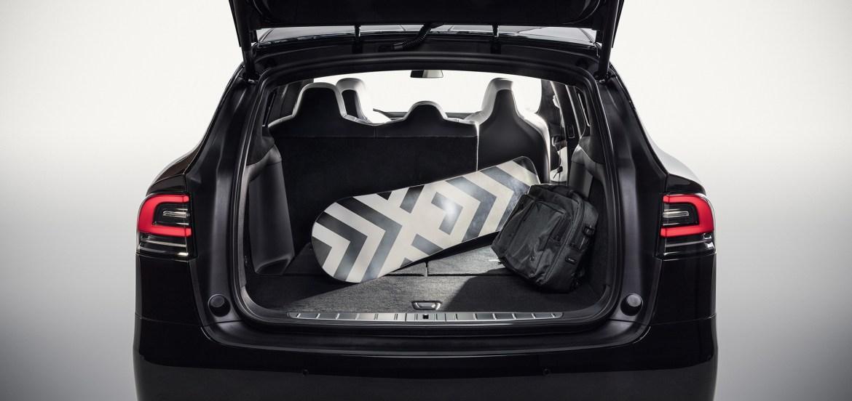 imagen grande 1 - Necesitas este SUV de Tesla para cargar con todo y con todos ¡Conócelo!