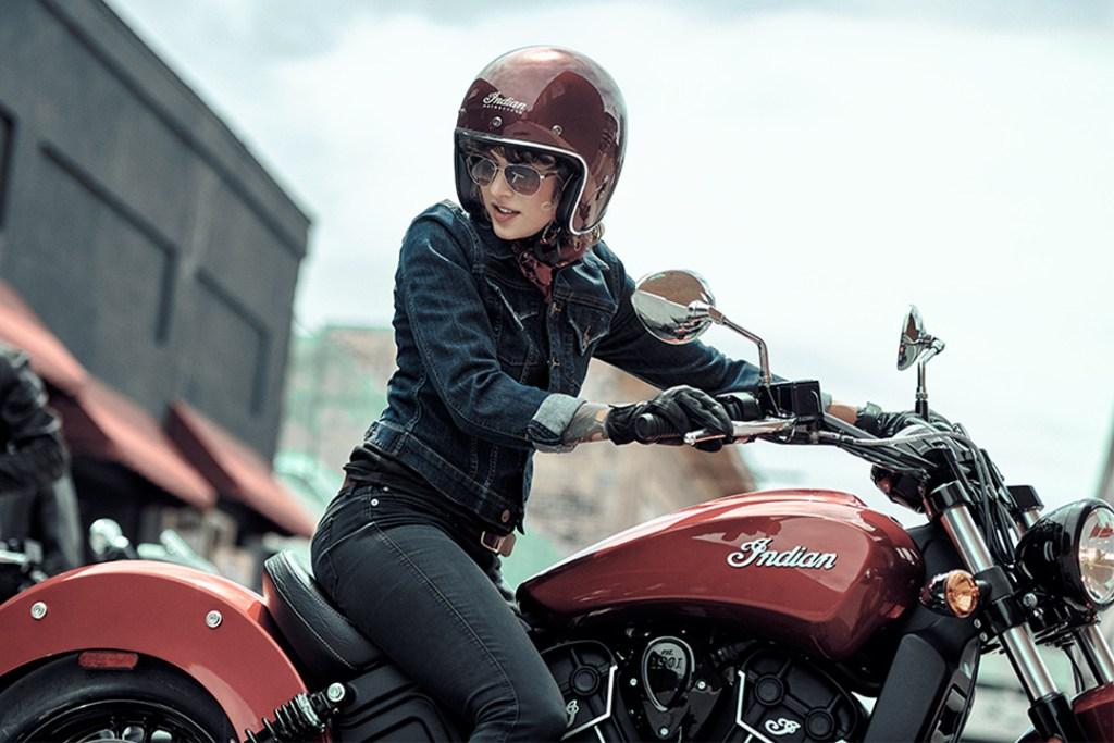¿Por qué todas las mujeres deberían conducir motocicletas?