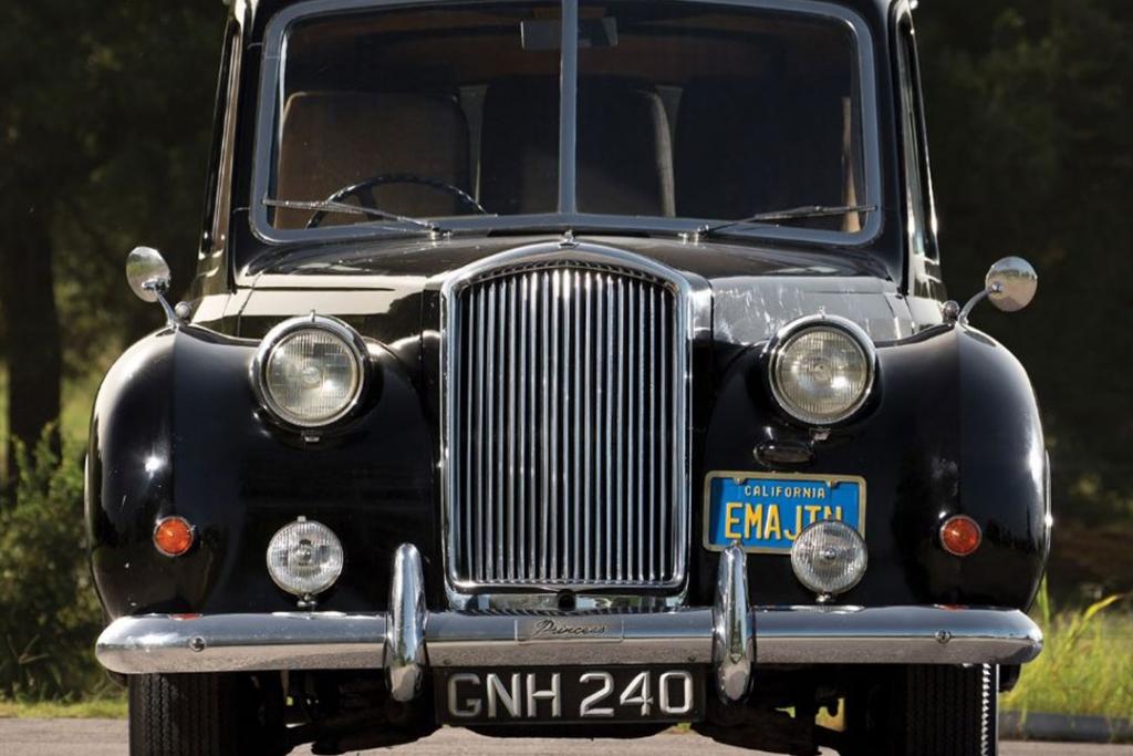 jl5 1024x683 - Este era el auto favorito de John Lennon