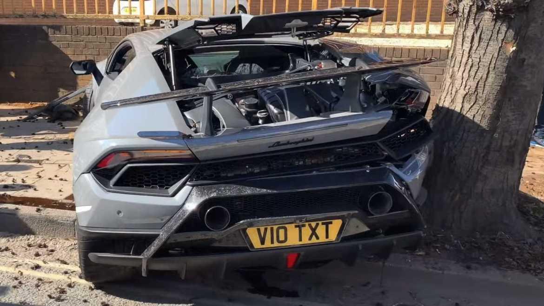 lamborghini huracan performante crashes at supercar meet - Cómo destrozar un Lamborghini Huracan Performante de 280 mil dólares en segundos