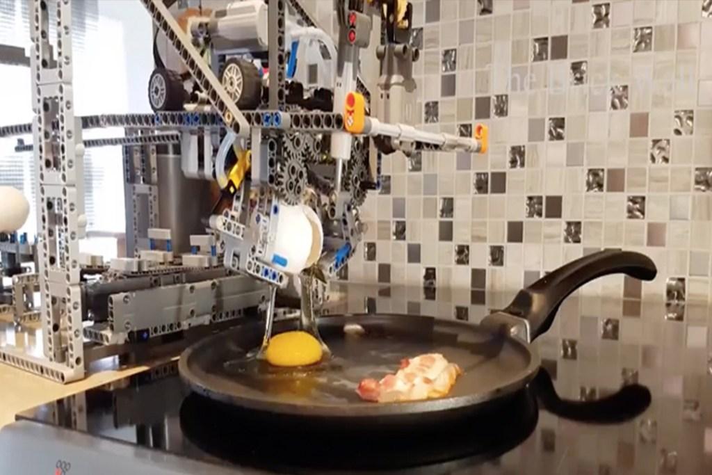Este LEGO te hace el desayuno: huevos con bacon