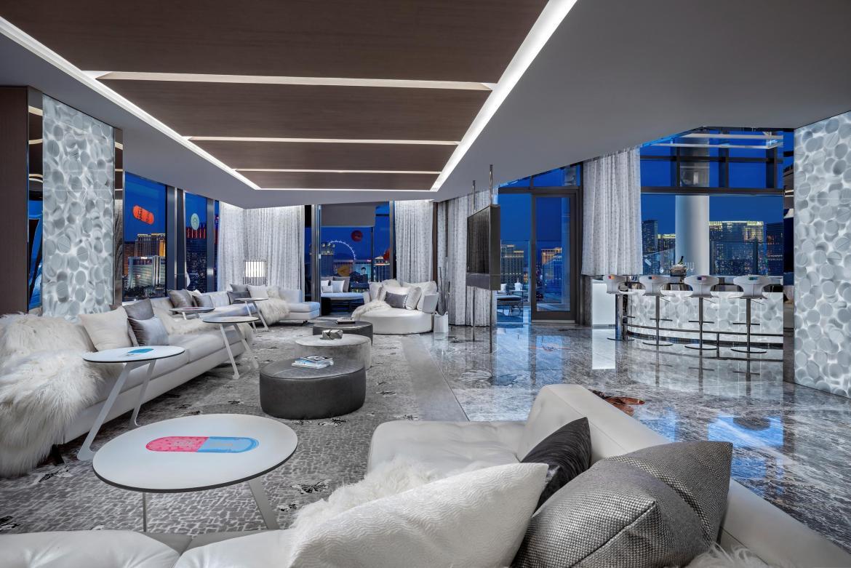 living room - Esta es la habitación de hotel más cara de Estados Unidos diseñada por Damien Hirst