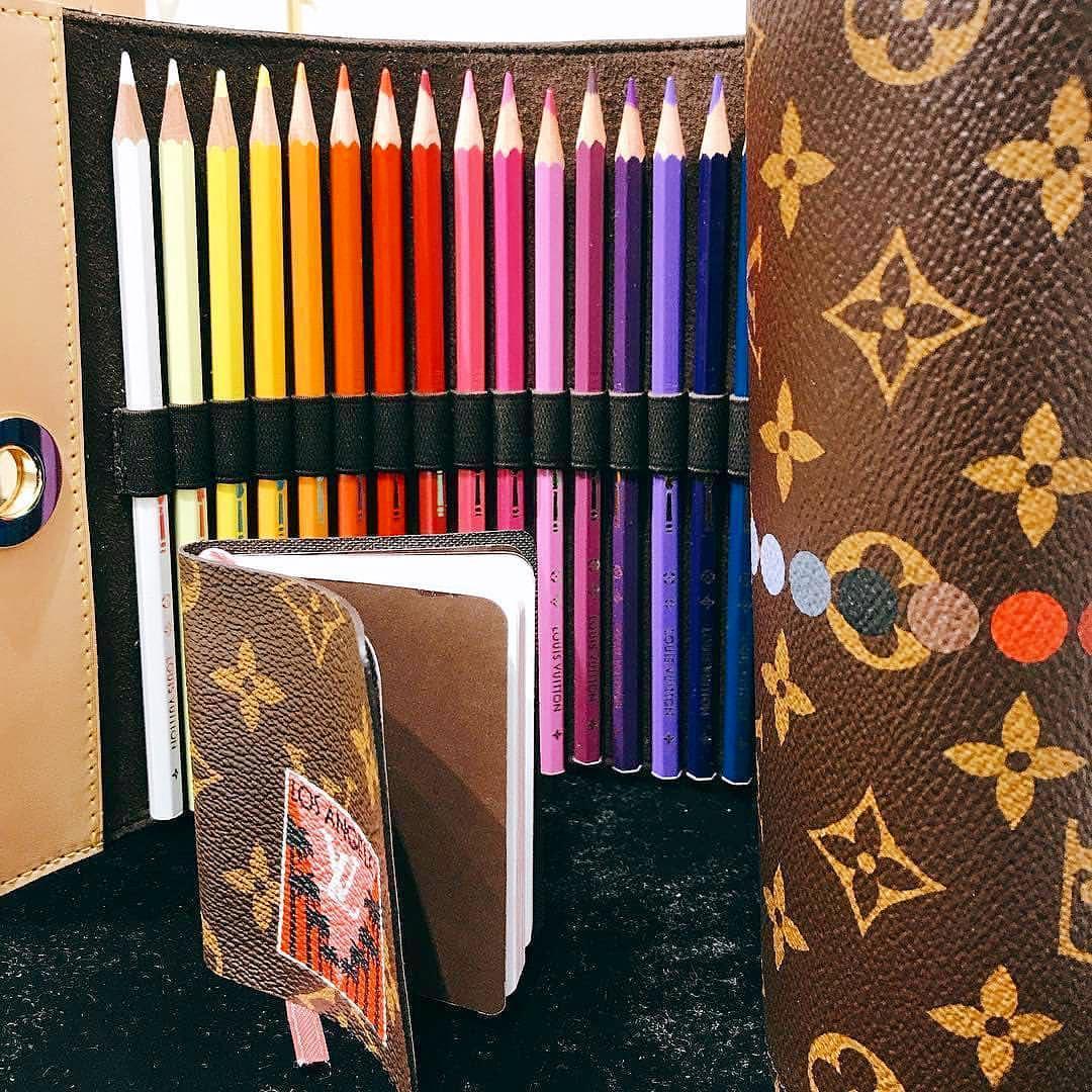 lvj12249223409 - Louis Vuitton pondrá a la venta unos lápices de colores de ¡900 dólares!