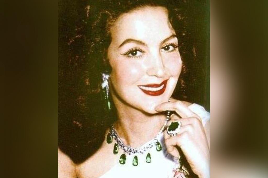 mariafelix2 1024x683 - Te contamos la historia del collar que 'enloqueció' a María Felix