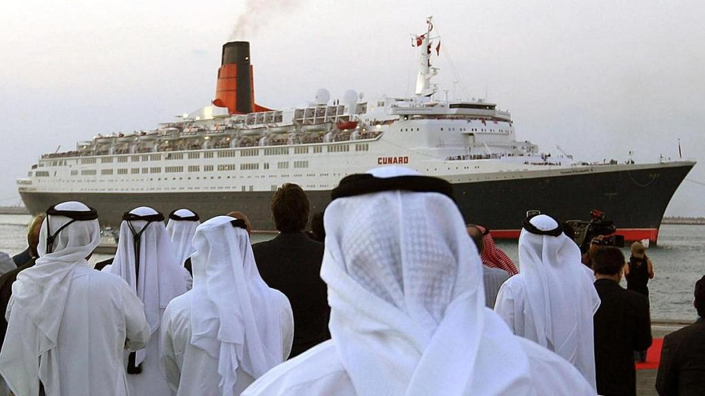 Na18 QE2Randi 1024x576 - ¿Recuerdas el crucero Queen Elizabeth II? Ahora es un lujoso palacio árabe que puedes visitar