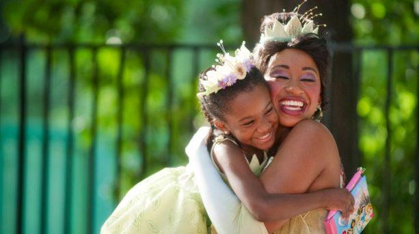 pba02938402938423 613x342 - Ya puedes tomar champagne junto a tu princesa Disney preferida
