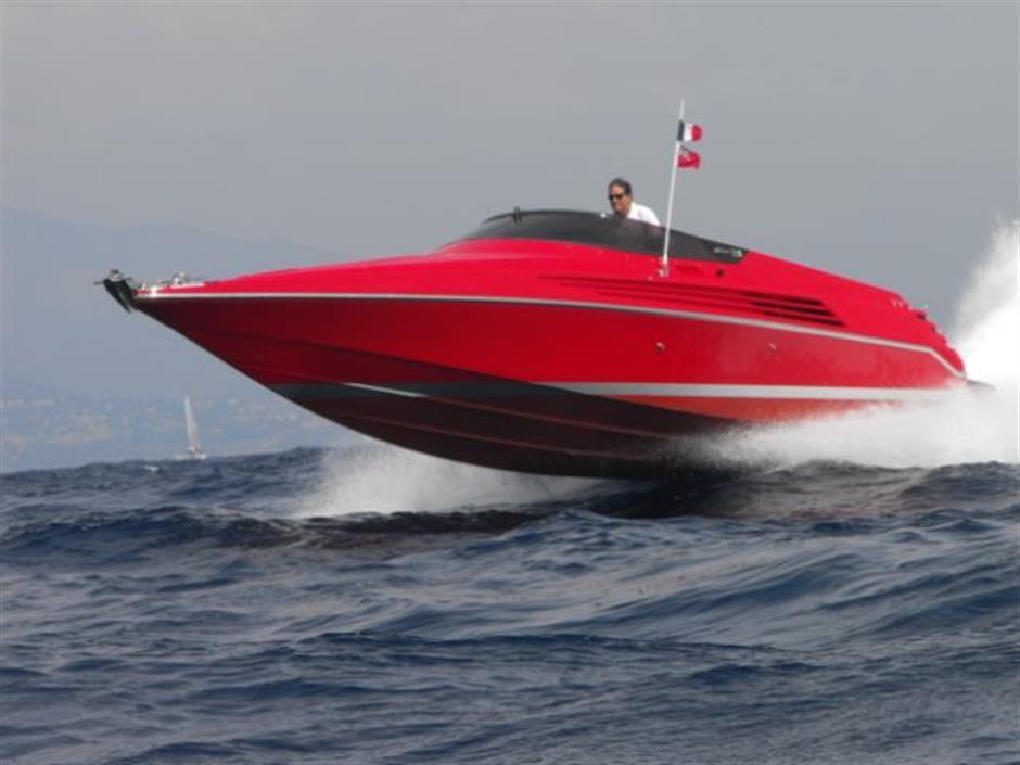 """Un clásico: """"Peperoncino"""" Riva Ferrari 32"""