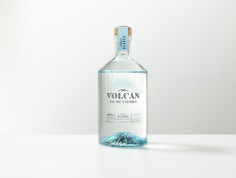 S2 TB Volcan v2 LR - Etiquetas para celebrar el Día Internacional del Tequila como se debe