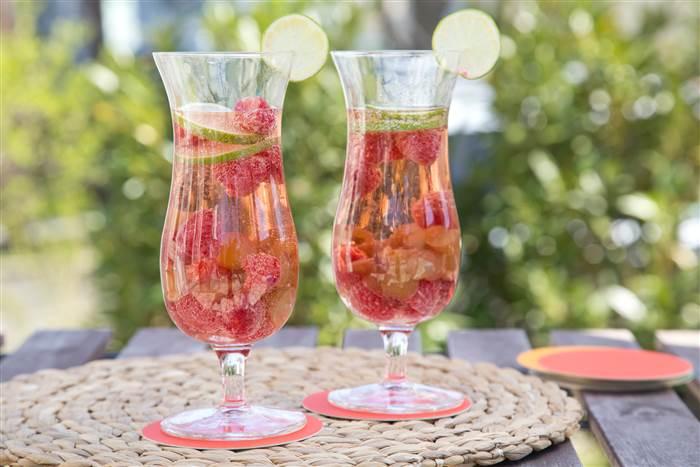 sangria   sparkling pink citrus dd5e864dcce5b5d31ca49df505f7f109.today inline large - Los mejores cócteles rosados para disfrutar este Pink October